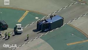 اصطدام طائرة ركاب بشاحنة على أرض المطار