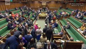 شاهد صدمة نواب البرلمان البريطاني لحظة إطلاق النار