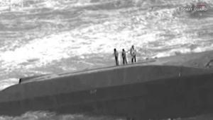 إنقاذ امرأة وطفلين عالقينبسفينة مقلوبة في بورتوريكو