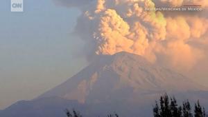 شاهد.. بركان مكسيكي يثور 3 مرات في يوم واحد