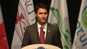 شاهد.. لماذا اعتذر وبكى رئيس وزراء كندا؟
