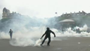 لينبالفيديو: مظاهرات بفرنسا ضد قوانين العمل تصل لمرحلة عنيفة