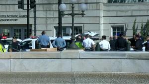 امرأة تحاول دهس ضباط شرطة أمام الكونغرس