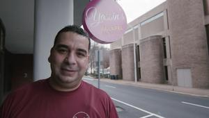 من لاجئ سوري بأمريكا لصاحب محل فلافل.. ياسين يروي قصته لـCNN