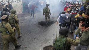 مقتل فلسطيني وإصابة إسرائيلية وعباس يحذر من فوات لأوان