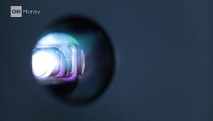 مصباح كهربائي يمكنه عرض الأفلام على حائط منزلك