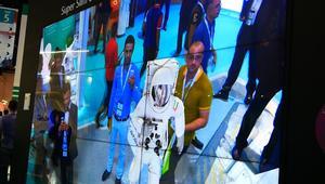 شاشات الواقع المدمج تجمع بين محيط المستخدم والعالم الافتراضي