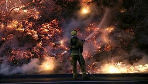 حرائق غابات في تينيسي الأمريكية تتسبب في إجلاء آلاف السكان وتحطم المباني