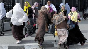 صورة أرشيفية لمصريات مؤيدات لجماعة الإخوان المسلمين خلال إحدى المظاهرات