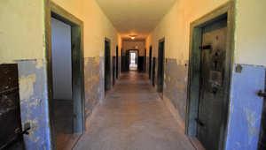 أمريكا: اتهام مسؤول في منشأة لإعادة تأهيل سجينات بالاعتداء على عدد منهن