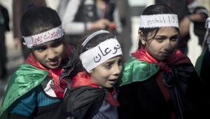 مجموعة من أطفال غزة المتضامنين مع مخيم اليرموك