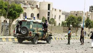 """أنصار هادي يصدون الحوثيين بمأرب وتعز.. وقائد حرس الثورة الإيراني يتهم السعودية بـ""""الخيانة"""" ويعدها بالانهيار"""