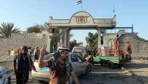 """الحوثيون على مشارف عدن والعرب يبحثون """"التدخل"""" وغموض مكان هادي"""