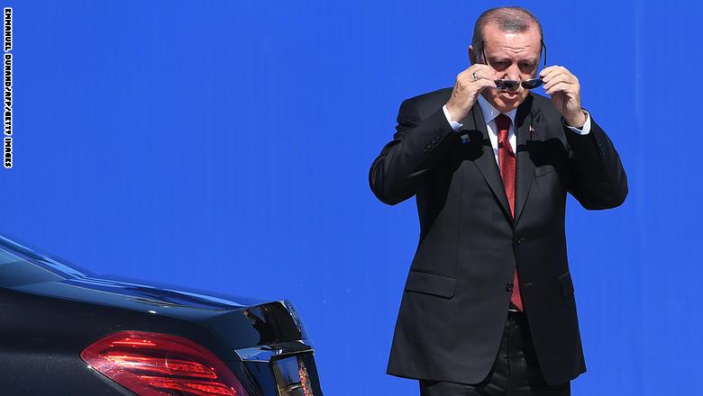 مشيدا بقطاع الصناعة العسكرية بتركيا.. أردوغان يعلن نية بناء حاملة طائرات GettyImages-688190224