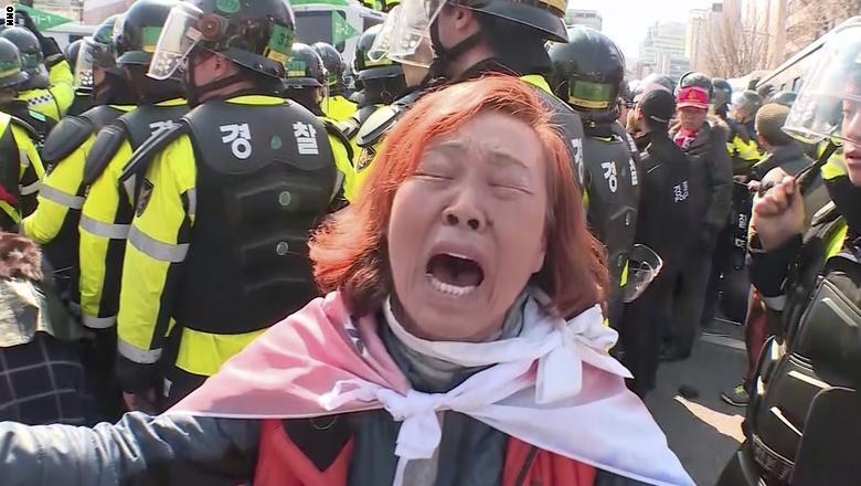 قتيلان بمظاهرات بعد عزل رئيسة كوريا الجنوبية