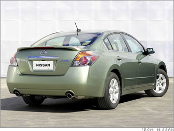 13 Great Fuel Efficient Cars Nissan Altima Hybrid 2 Cnnmoney Com