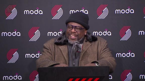 WATCH » Cedric The Entertainer Fills In For Coach Stotts