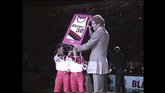 Throwback: Bill Walton's Jersey Is Retired On Opening Night