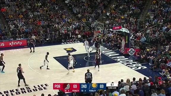 Zach Collins Throws Down a Monster Dunk