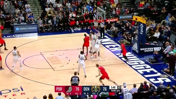 Lillard splits the defense in transition