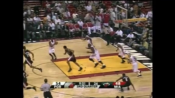Throwback: Brandon Roy scores 16 in the fourth in battle with Dwyane Wade