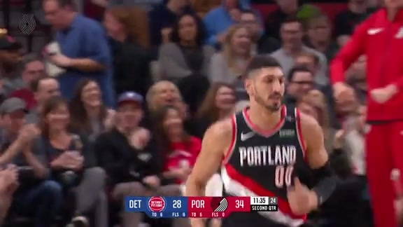 Kanter backs down and throws down a fierce dunk