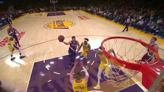 Curry sinks the floater through contact