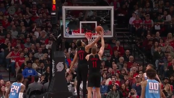 Labissiere throws down a nasty one-handed putback