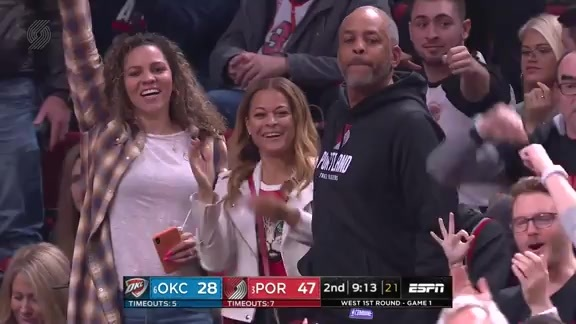 Curry steals, drains the three, mom loves it