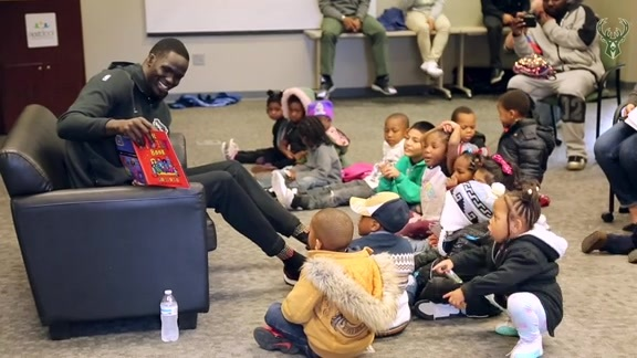 Thon Maker Reads To Milwaukee Students