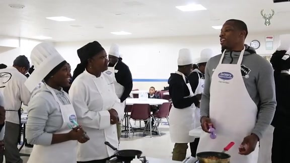 Eric Bledsoe Joins Milwaukee Youth For Cooking Lesson