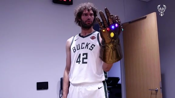 Robin Lopez Searches For Bango