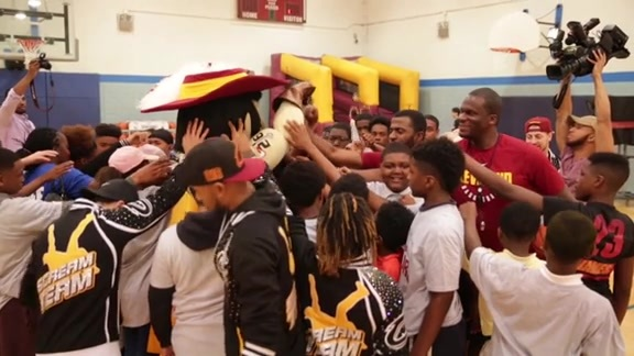 Cavs Help Refurbish Earle B. Turner Basketball Court