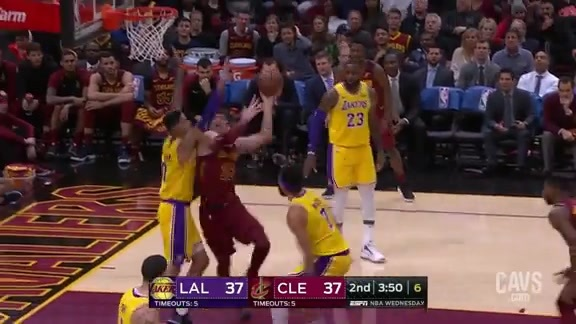 09ddde96e Lakers Rally Past Cavs in Thriller at The Q