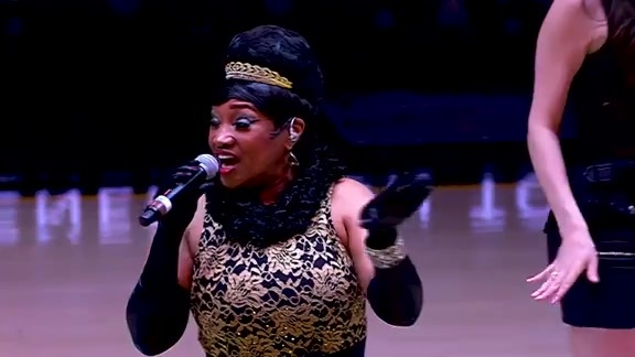 Cynthia Minx Honors Aretha Franklin with Halftime Performance