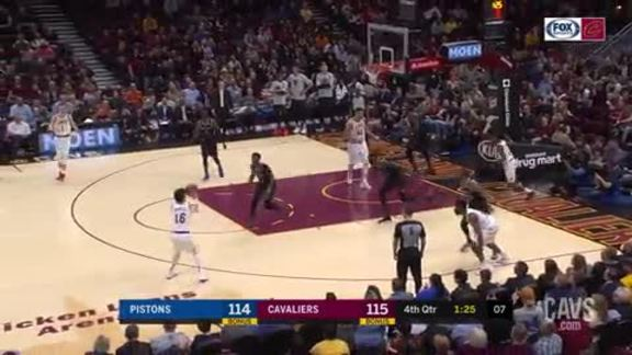 Cedi and Collin Nail Back-to-Back Treys Late in Fourth