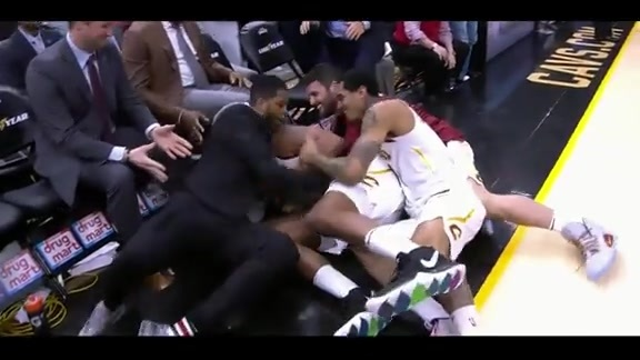 Frye Gets Mobbed by Teammates after Checking Out
