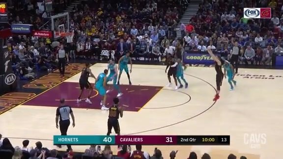 Stauskas Hits the Hornets with the Stutter-Step Trey