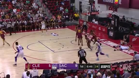 JaCorey Williams Denies the Kings in the Paint