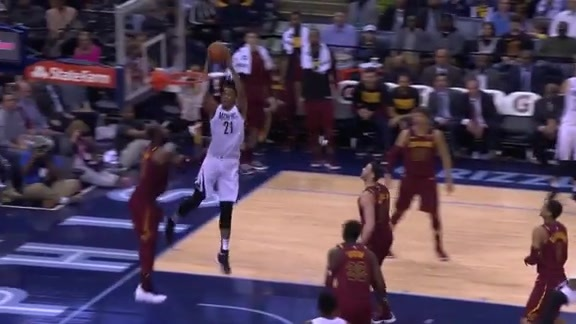 Evans hits Davis with an alley-oop