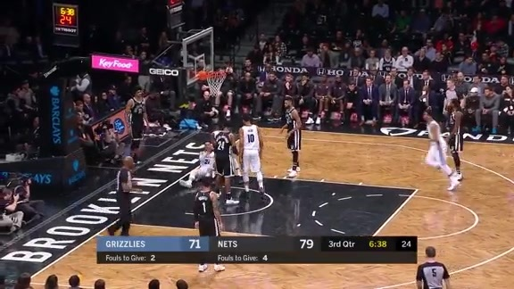 Green finds Brooks cutting through the lane