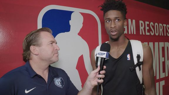 Eric Hasseltine goes 1 on 1 with Kobi Simmons
