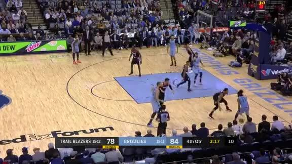 Mike Conley sets off the crowd with a late 3