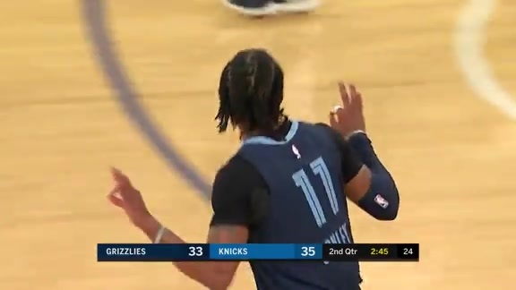 Mike Conley beats the buzzer with only .7 sec