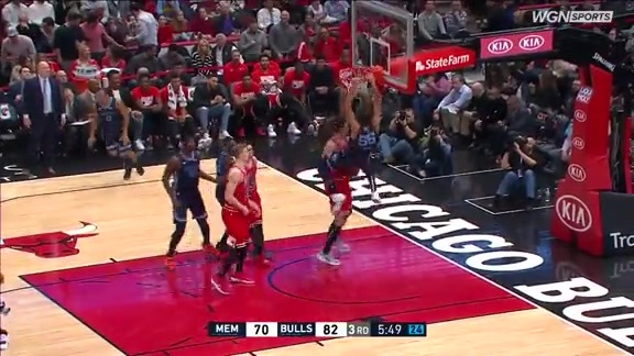 Joakim Noah two-handed monster jam