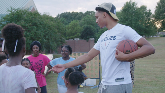 Ivan Rabb visits Bert Ferguson Community Center for our third Grizzlies Block Party
