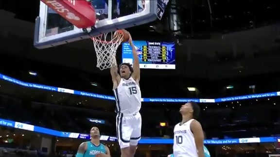 Brandon Clarke slams it home