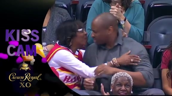 This Couple Goes All Out For Kiss Cam