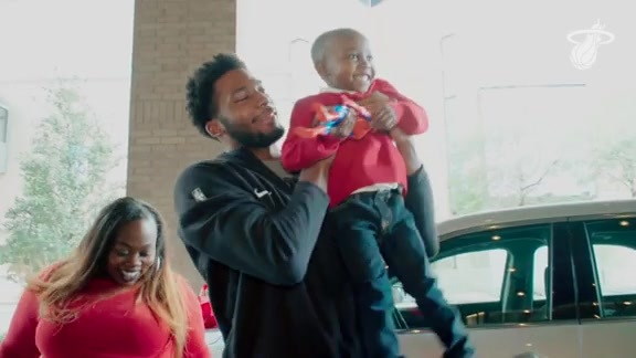 Winslow Gives Back To Families Impacted By Hurricane Harvey