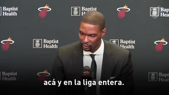 El HEAT retira el uniforme de Chris Bosh.